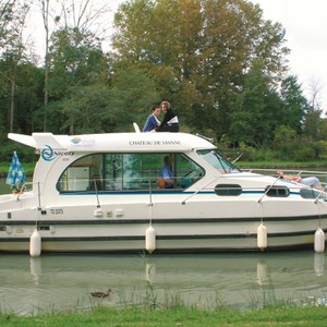Nicols 1010 LN rental of licence-free barges on rivers and canals of France