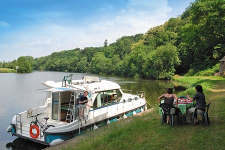 Nicols 1170 F rental of licence-free barges on rivers and canals of France