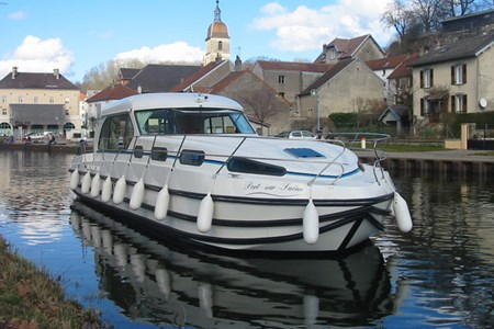 Nicols 1300 F rental of licence-free barges on rivers and canals of France