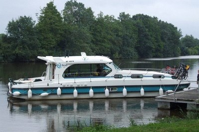Nicols 1310 F rental of licence-free barges on rivers and canals of France