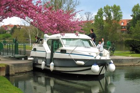 Nicols 900 F alquiler de barcos habitables sin permiso en ríos y canales de Francia