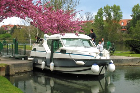 Nicols 900 F croisiere location bateau habitable navigation vacance peniche penichette