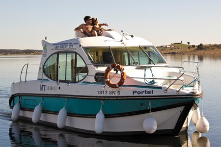 Nicols DUO rental of licence-free barges on rivers and canals of France