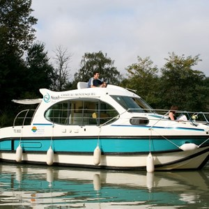 Nicols Duo LN rental of licence-free barges on rivers and canals of France
