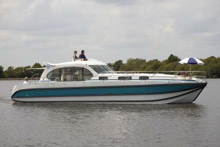 Nicols Octo rental of licence-free barges on rivers and canals of France