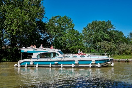 Nicols Octo Fly C rental of licence-free barges on rivers and canals of France