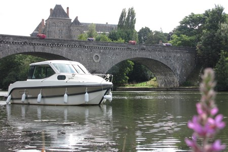 Nicols Primo rental of licence-free barges on rivers and canals of France