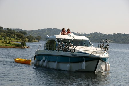Nicols Quattro rental of licence-free barges on rivers and canals of France