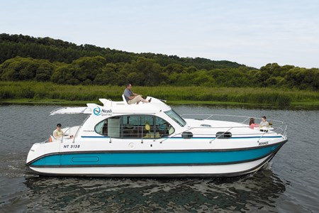 Nicols Quattro S rental of licence-free barges on rivers and canals of France