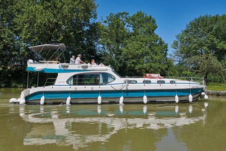 Nicols Sixto Fly C rental of licence-free barges on rivers and canals of France