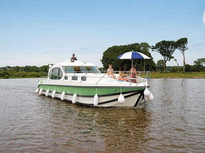 Nicols Sixto Green rental of licence-free barges on rivers and canals of France