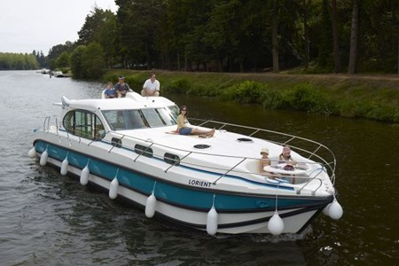 Nicols Sixto Prestige C rental of licence-free barges on rivers and canals of France