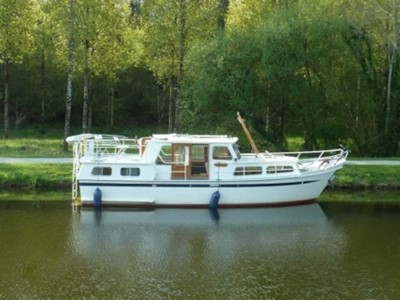 Pedro 1020 rental of licence-free barges on rivers and canals of France
