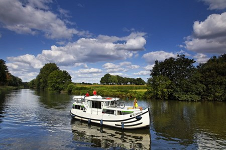 Pénichette 1020 FB rental of licence-free barges on rivers and canals of France