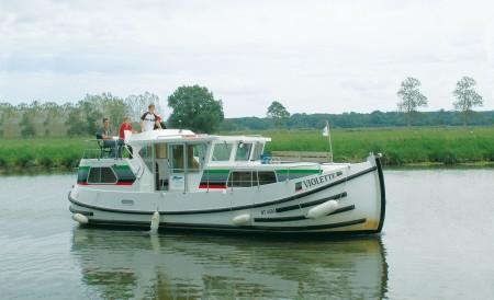 Pénichette 1020 FB F alquiler de barcos habitables sin permiso en ríos y canales de Europa