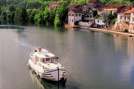 Pénichette 1022 FB rental of licence-free barges on rivers and canals of France