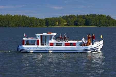 Pénichette 1107 W rental of licence-free barges on rivers and canals of France
