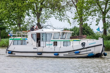 Pénichette 1165 FB rental of licence-free barges on rivers and canals of France