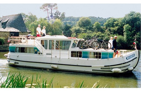 Pénichette 1165 FB F rental of licence-free barges on rivers and canals of France