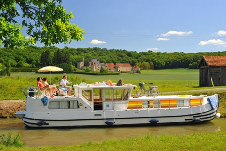 Pénichette 1400 FB rental of licence-free barges on rivers and canals of France
