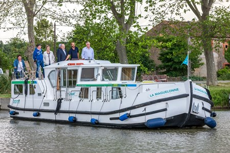 Pénichette 1500 FB rental of licence-free barges on rivers and canals of France