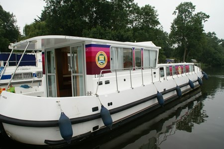 Pénichette 1500 R F rental of licence-free barges on rivers and canals of France
