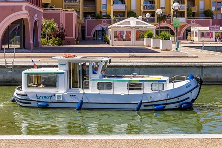 Pénichette 935 W rental of licence-free barges on rivers and canals of France