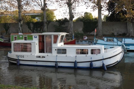 Pénichette 935 W F rental of licence-free barges on rivers and canals of France