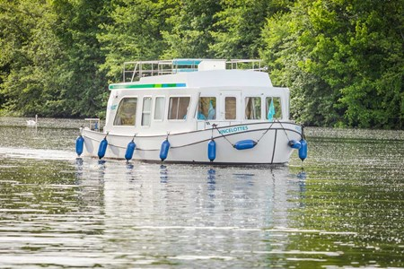 Pénichette 950E rental of licence-free barges on rivers and canals of France
