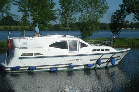 Phénix 34 rental of licence-free barges on rivers and canals of France