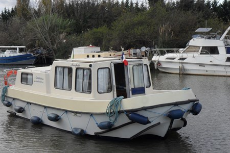 Renaud 8000 rental of licence-free barges on rivers and canals of France