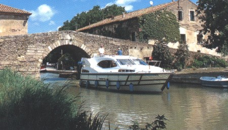 Rive 34 rental of licence-free barges on rivers and canals of France