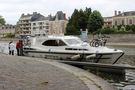 Rive 40 rental of licence-free barges on rivers and canals of France