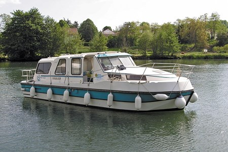 Riviera 920 rental of licence-free barges on rivers and canals of France