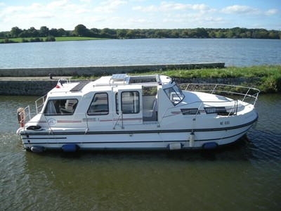 Riviera 920 Aqua rental of licence-free barges on rivers and canals of France