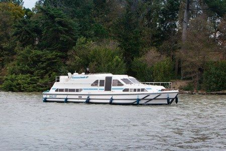 Royal Classique rental of licence-free barges on rivers and canals of France