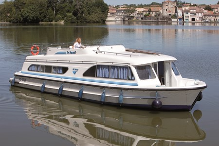 Salsa A rental of licence-free barges on rivers and canals of France