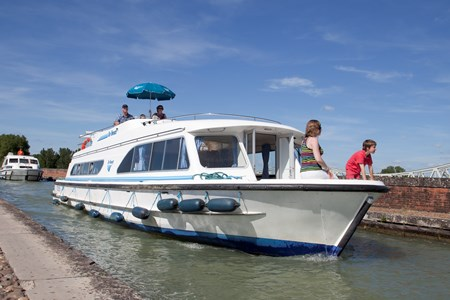 Salsa B 12 P rental of licence-free barges on rivers and canals of France