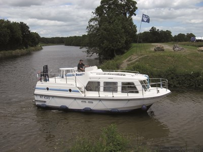 Sheba rental of licence-free barges on rivers and canals of France