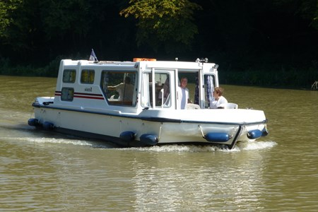 Sittèle rental of licence-free barges on rivers and canals of France