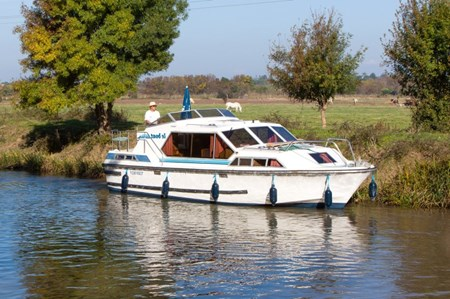 Tamaris rental of licence-free barges on rivers and canals of France