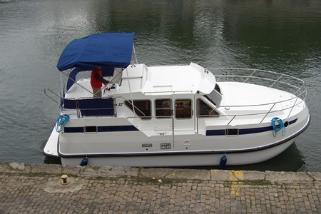 Tarpon 32 rental of licence-free barges on rivers and canals of France