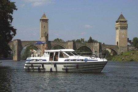 Tarpon 37 C rental of licence-free barges on rivers and canals of France