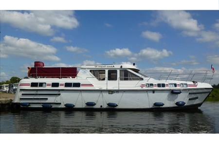 Tarpon 42 Aqua rental of licence-free barges on rivers and canals of France