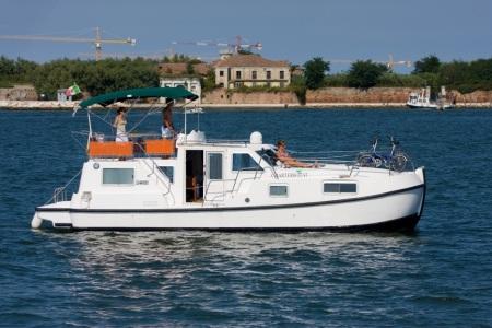 Tip Top tourisme ballade france vacance bateau vedette peniche penichette