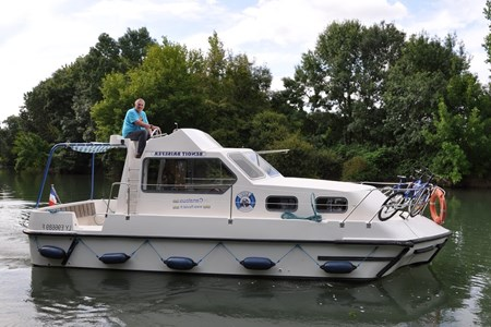 Triton 860 Fly rental of licence-free barges on rivers and canals of France