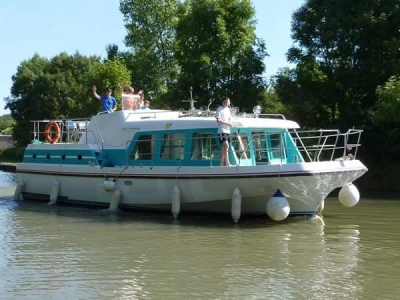 Vetus 1200 rental of licence-free barges on rivers and canals of France
