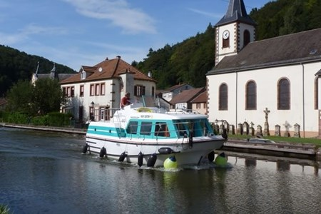 Vetus 900 rental of licence-free barges on rivers and canals of France