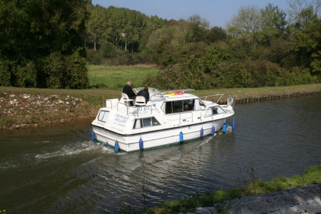 Viking 1000 rental of licence-free barges on rivers and canals of France
