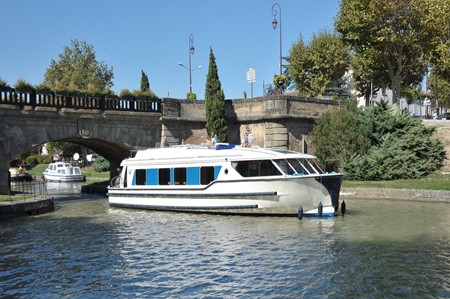 Vision 2 rental of licence-free barges on rivers and canals of France